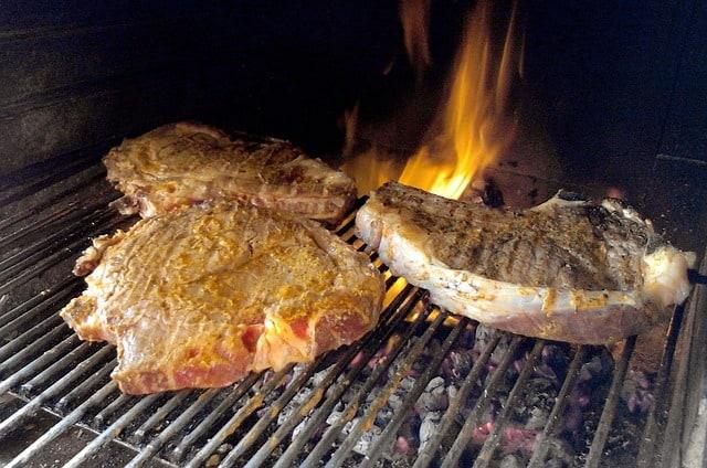 cucinare con il caminetto 12 consigli per la tua sicurezza